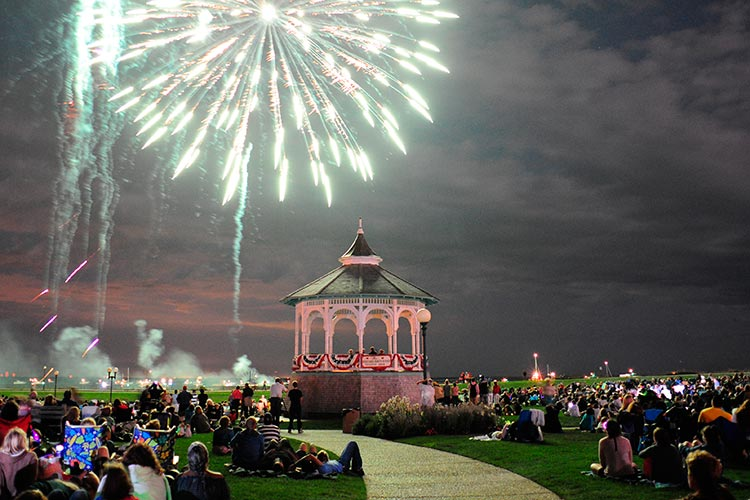 Marthas Vineyard Christmas Stroll 2020 Oak Bluffs Fireworks & Band Concert 2020   Canceled | Martha's